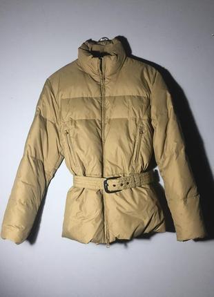 Оливковый пуховик куртка с поясом на талии . зима италия