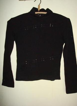 Черный свитер