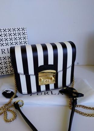 Кожаная сумочка на цепочке черно-белая
