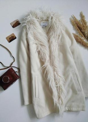 Полупальто с длинным меховым воротником, цвет белый/молочный