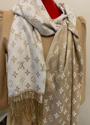 Стильный бежевый шарф (платок) от louis vuitton