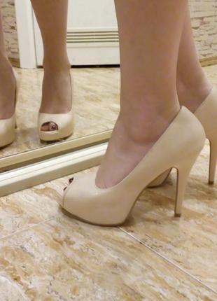Туфли на каблуке и платформе