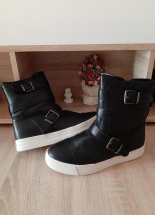 Зимние ботинки кеды на белой платформе слипоны толстая подошва