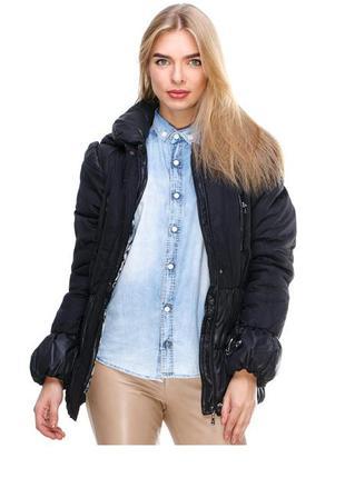 Куртка черная приталенная утепленная, эффектная и актуальная
