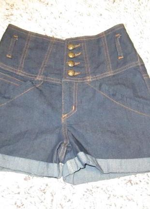 Шорты джинсовые с высокой посадкой.