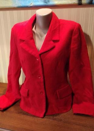 Красный алый шерстяной пиджак