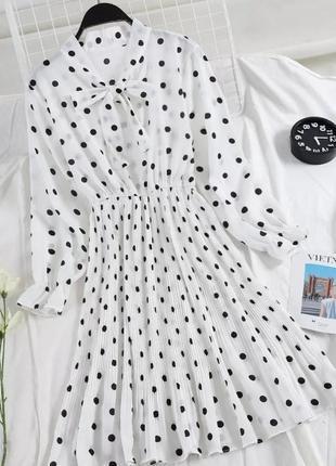 Летнее белое платье в черный горох миди