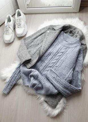 Объемный вязаный свитер косы
