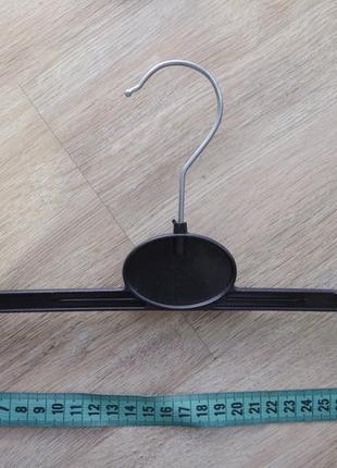 Вешалка-прищепка для опрятного хранения вещей