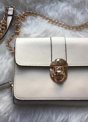 Красивая, маленькая сумочка через плечо,  молочного цвета, размер 17х13