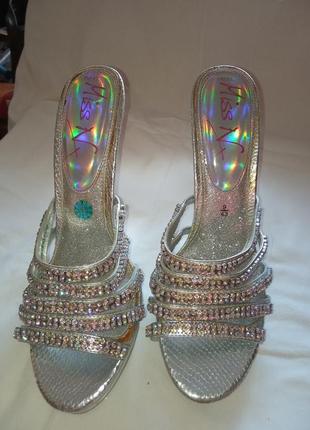 Блестящая обувь