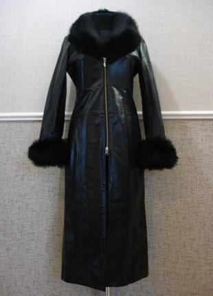 Шикарнейшее английское кожаное пальто с меховым воротником и манжетами
