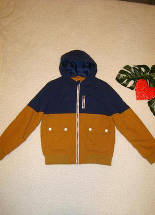 9-10 лет куртка демисезонная  с капюшоном