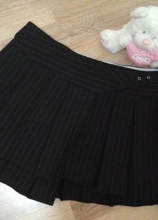 Крутая мини юбка на запах в полоску.