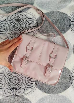 Пудровая лаковая сумка