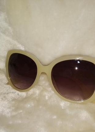 Массивные солнцезащитные очки стрекозы бежевая оправа коричневые линзы градиент