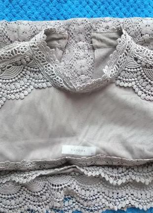 Ідеальне плаття з кружевом