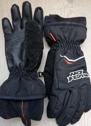 Перчатки утепленные флисом. зима. новые. на 6-7 лет оптимально.