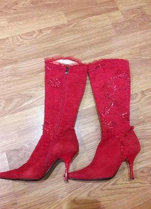 Красные замшевые осенние сапоги с ручной вышивкой 36 размер