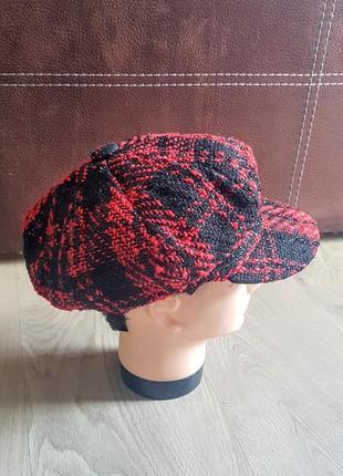 """Клевая кепка """"гаврош"""" красно чёрная с блестящей ниткой"""