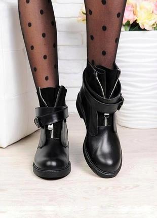 Очень стильные ботинки с пряжкой и ремешками из натуральной кожи и замши