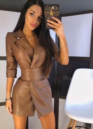 Шикарное кожаное платье пиджак мини кемел коричневое с поясом