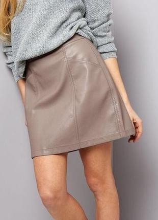 Трендовая кожаная юбка с завышенной талией с карманами