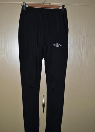 Спортивные зауженные штаны umbro