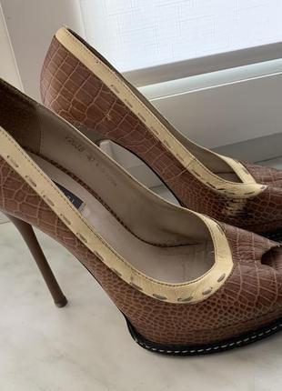 Кожаные туфли carvari за символическую цену.
