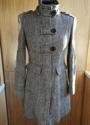 Демисезонное пальто с лацканами на молнии next в елочку