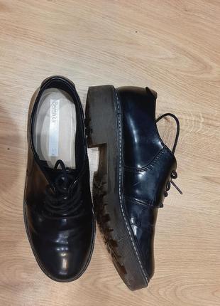 Ботинки, лоферы bershka. женские туфли на шнурках польша bershka