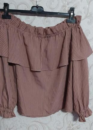Трендовая блуза с открытыми плечами и воланом topshop
