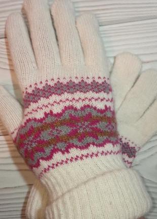 Вязаные шерстяные перчатки