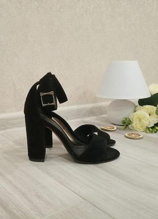 Черные замшевые босоножки