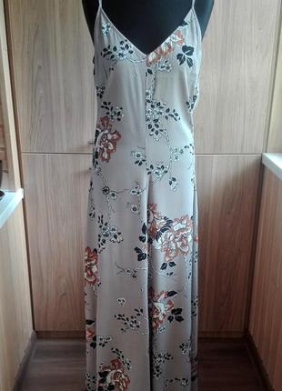 Легкое макси платье saint tropez с открытой спиной в цветочный принт, как шелк