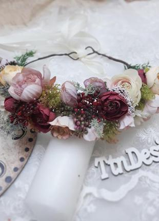 Венок на голову в бардовых и розовых тонах