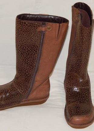 Коричневые кожаные сапоги clarks на девочку. размер 2,5 f.