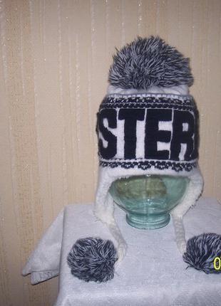 Оригинальная красивая шапочка на зиму