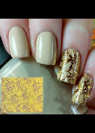 Золотисті наклeйки на нігті - квітковий візeрунок