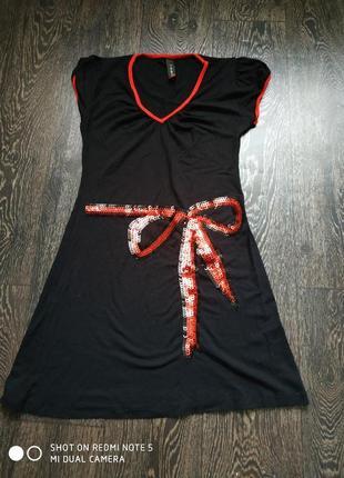 Платье с бантом из пайеток