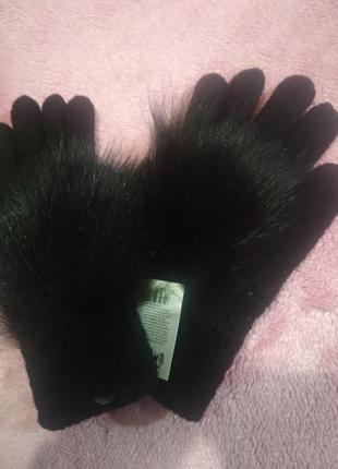 Перчатки с натуральным мехом.