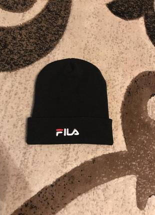 Чорна шапка fila