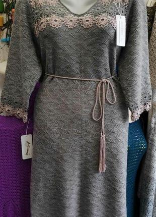 Тёплое платье с отделкой ручной работы