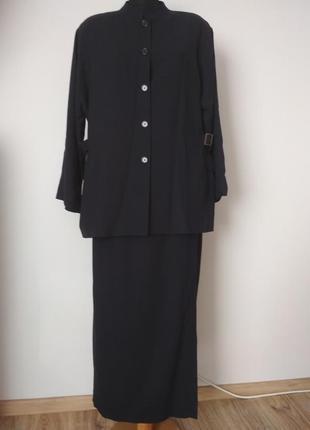 Шикарный шерстяной костюм с юбкой на запах