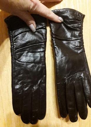 Кожанные лаковые натуральные перчатки шоколадного цвета