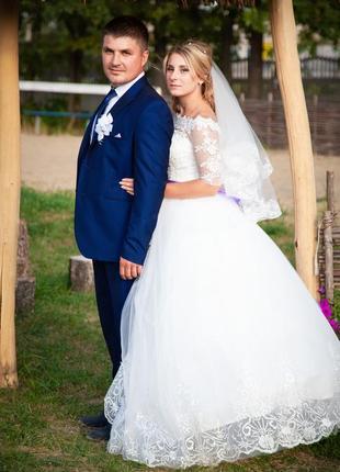 Прекрасное свадебное платье с ручной работой