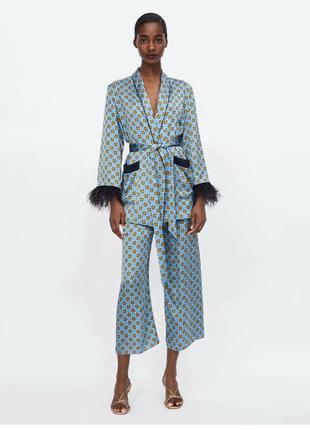 Шикарный костюм с перьями в пижамном стиле❤️