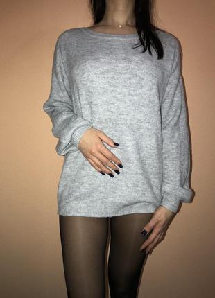 Красивый мягкий свитер