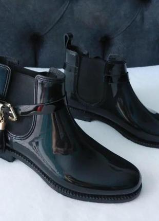 Класні стильні резинові чобітки!