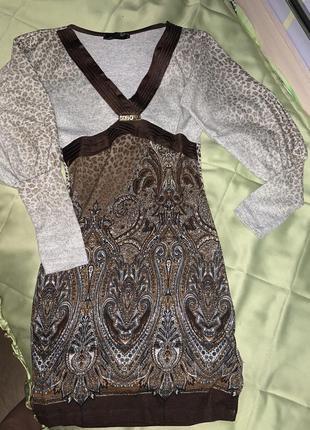 Трендовое трикотажное платье, с леопардовым принтом , очень красиво садится по фигуре